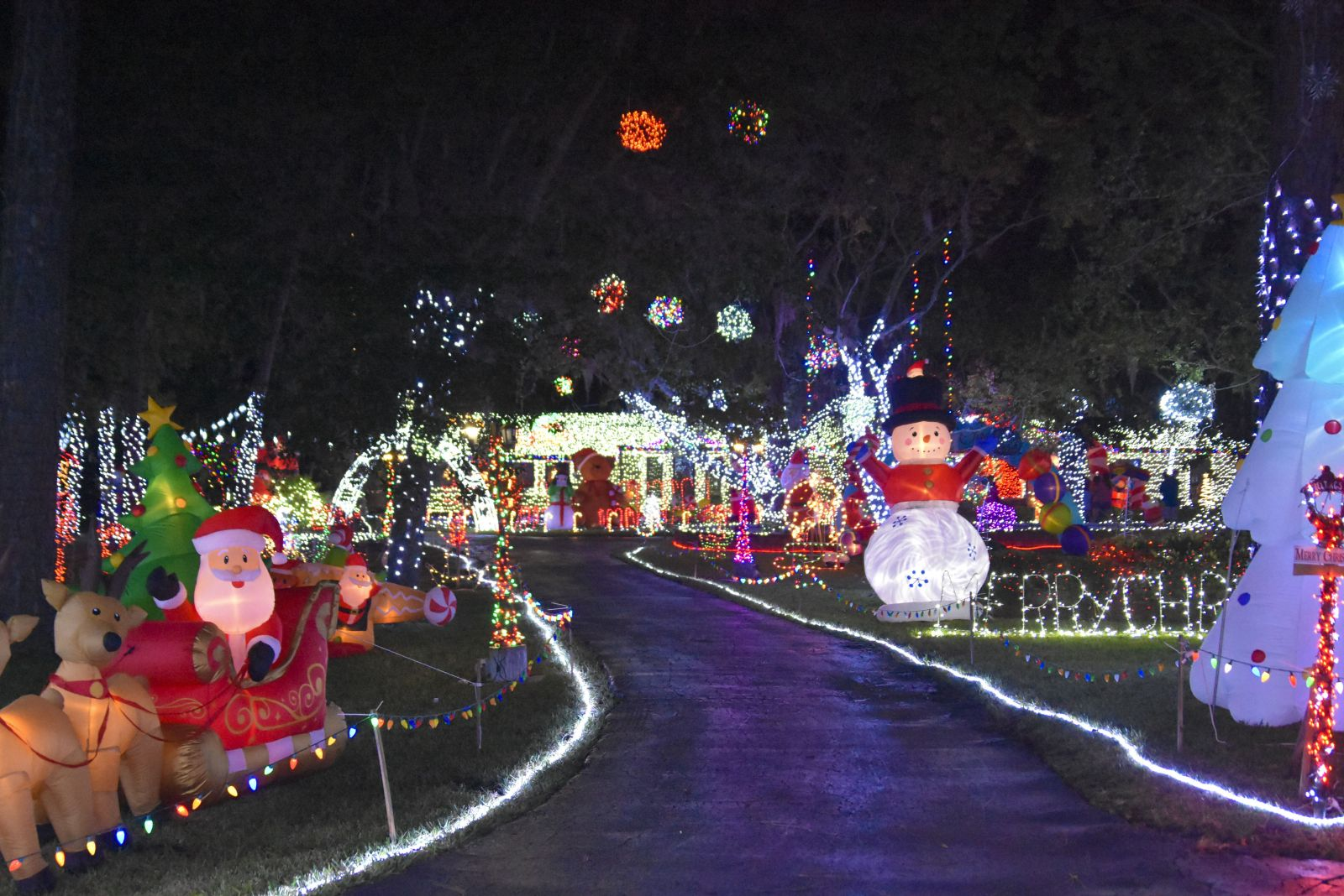 904 Happy Hour - Article - Christmas Lights Around Jacksonville