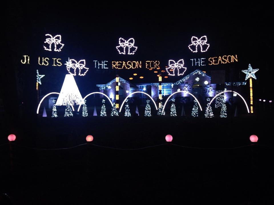 904 Happy Hour Article 2015 Christmas Lights In Jacksonville - Budweiser Christmas Lights
