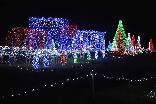 Girvin Road Christmas Lights 2019 904 Happy Hour   Article   Places To See Christmas Lights Around