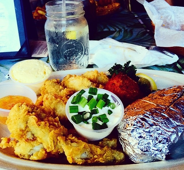 904 happy hour article salt water cowboys restaurant for Fresh fish company happy hour